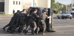 УАЗ со спецназовцами 10 метров ехал на 2-х колёсах