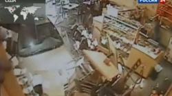 В США машина на полном ходу протаранила ресторан